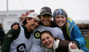 Photo of Women's ultimate frisbee participants.